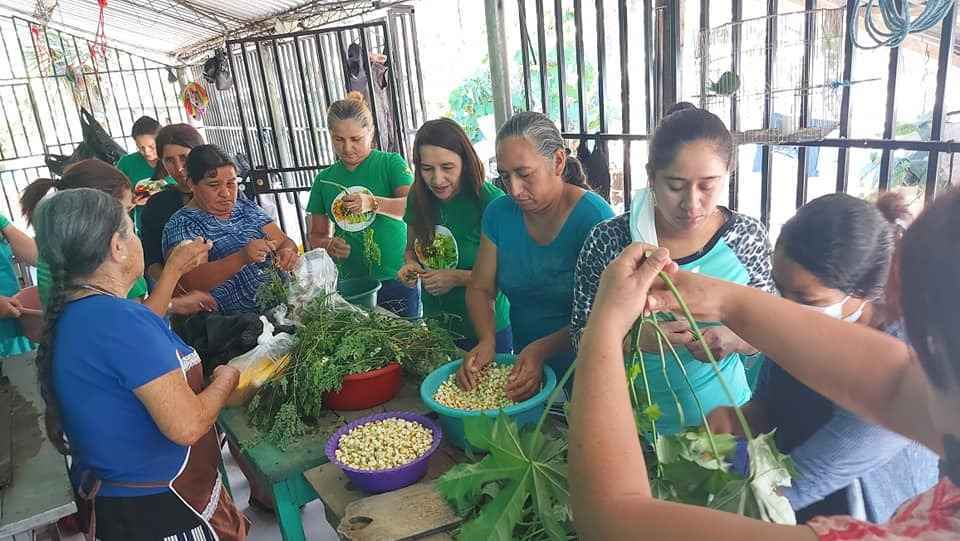 Let's support projects for women in El Salvador image