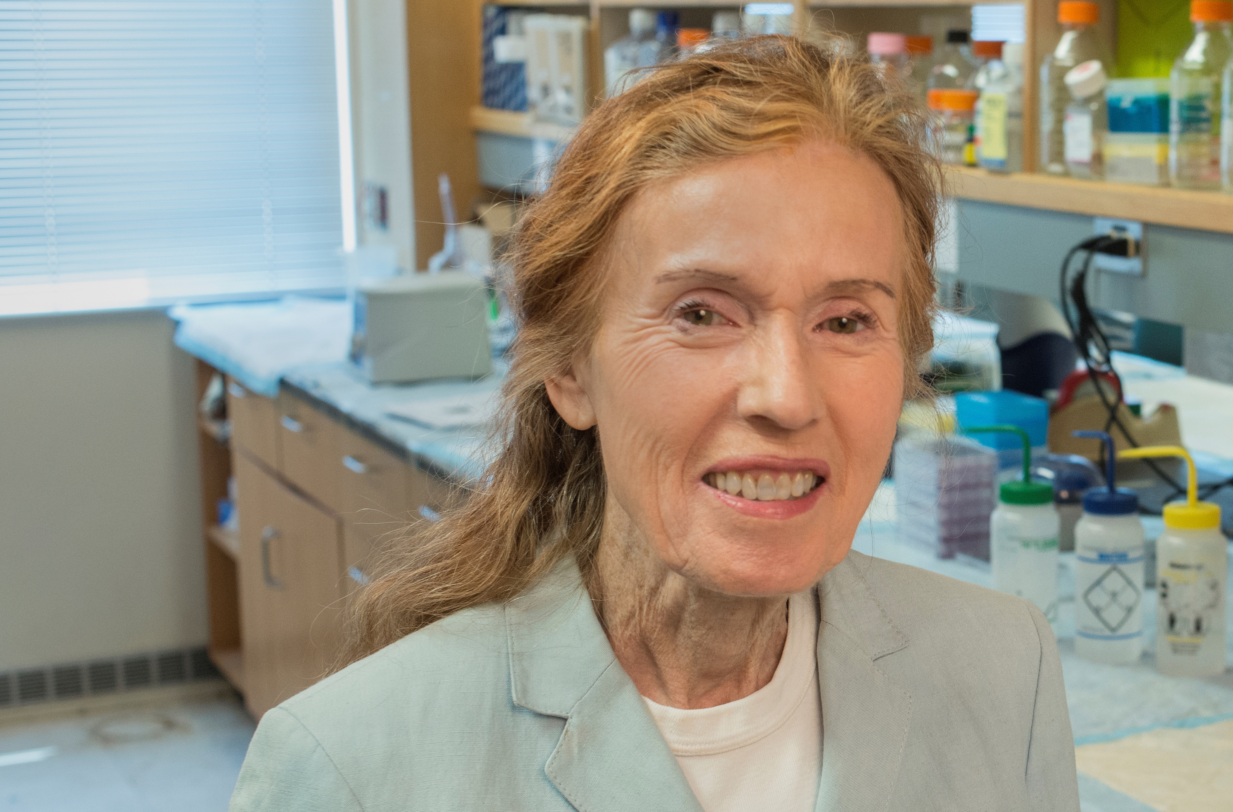 Dr. Angela Brodie lab photo2